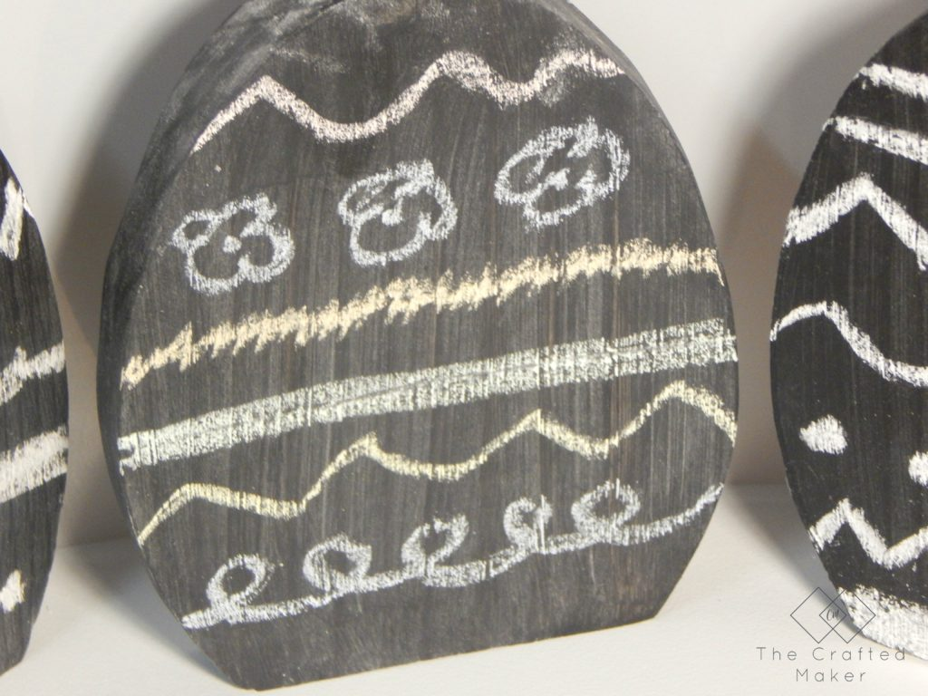 Nothing says Easter decoration like decorated eggs. Come check out this easy and fast DIY, Chalkboard Easter Eggs. Happy Easter!!